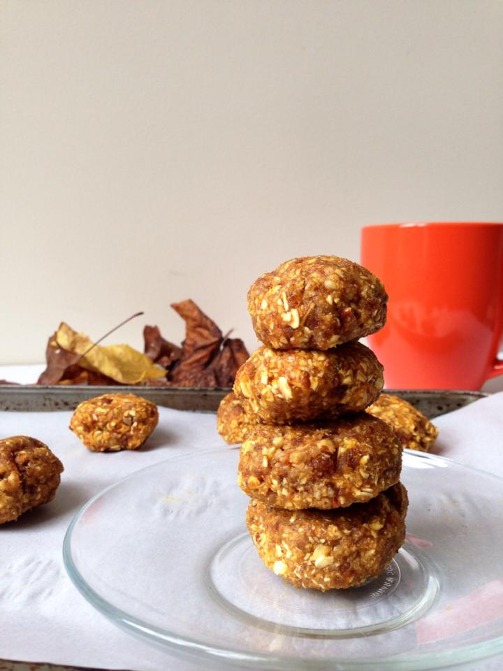 Raw & Healthy Pumpkin Pecan Breakfast Cookies {Vegan + GF!} | Whisk and Shout