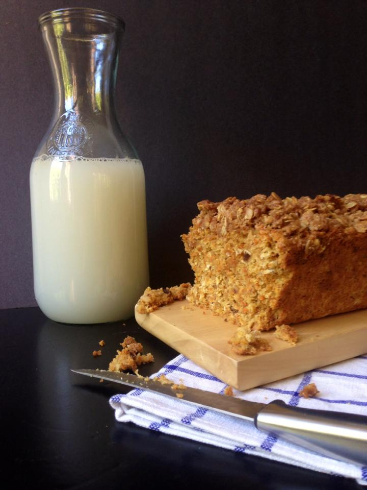 Healthy Carrot Raisin Bread with Cinnamon Oat Streusel | Whisk and Shout