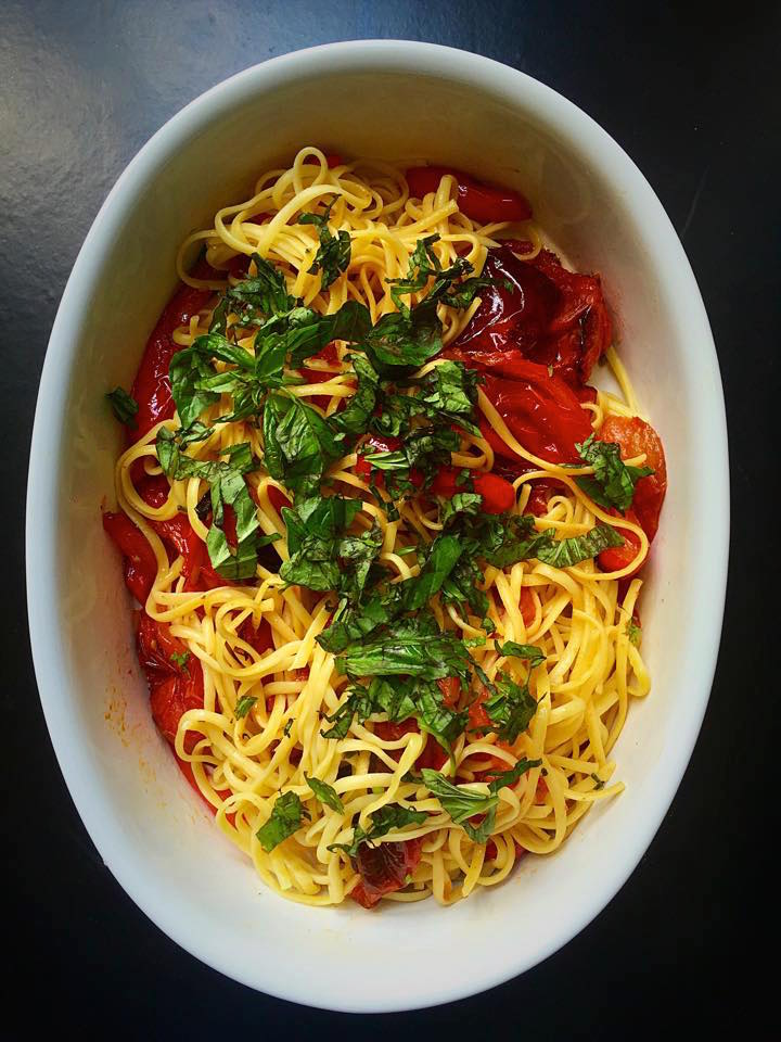 Roasted Tomato and Red Pepper Linguine with Fresh Basil | Whisk and Shout
