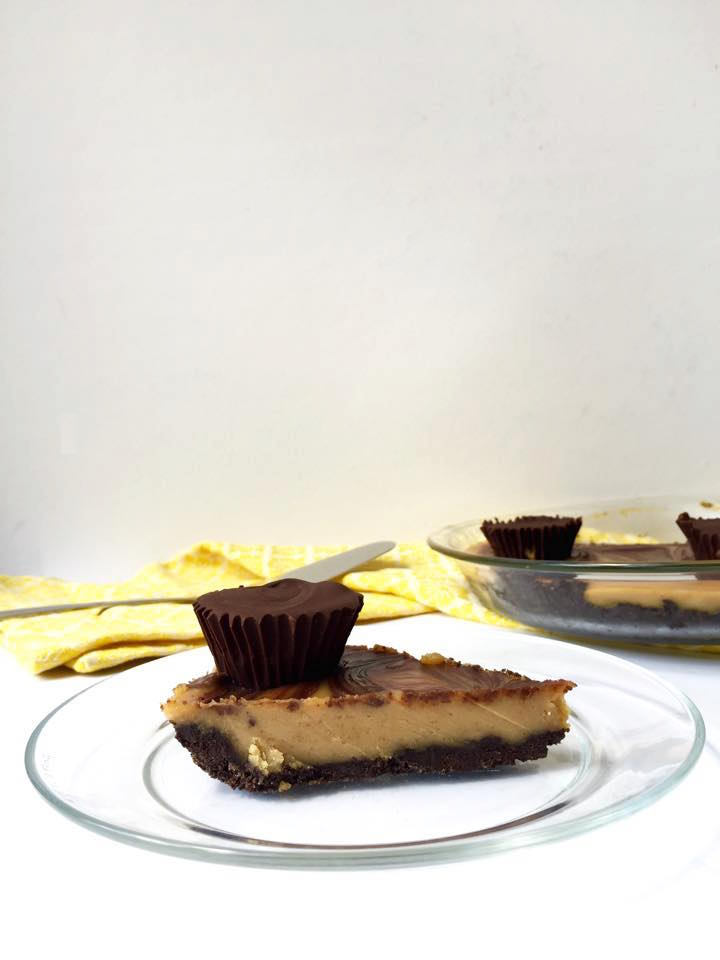 No-Bake Vegan Peanut Butter Cup Oreo Pie | Whisk and Shout