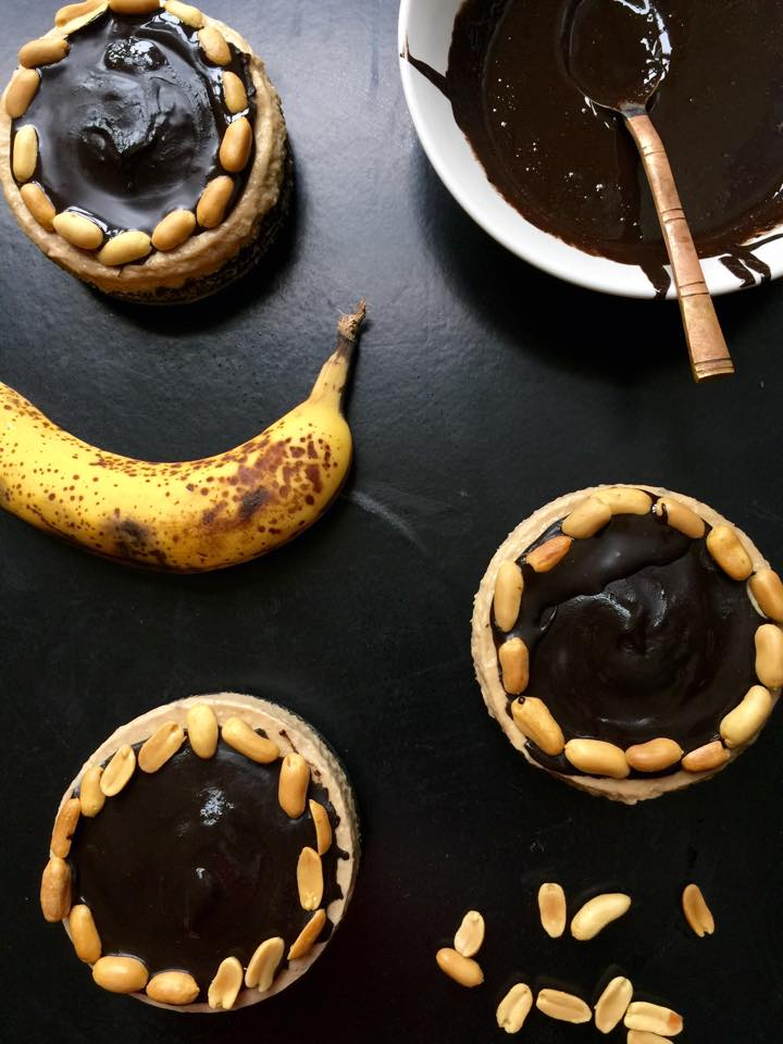 Peanut Butter Cup Banana Ice Cream Cakes! {Raw/GF/Vegan} | Whisk and Shout
