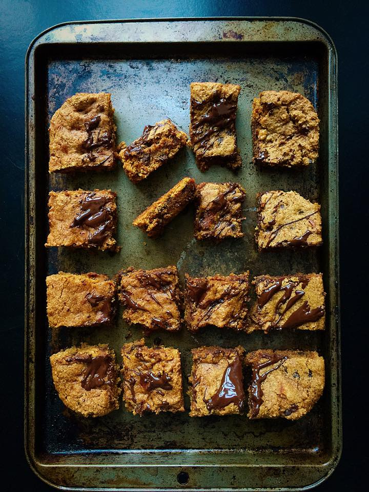 One-Bowl Pumpkin Chip Cookie Bars {Vegan} | Whisk and Shout