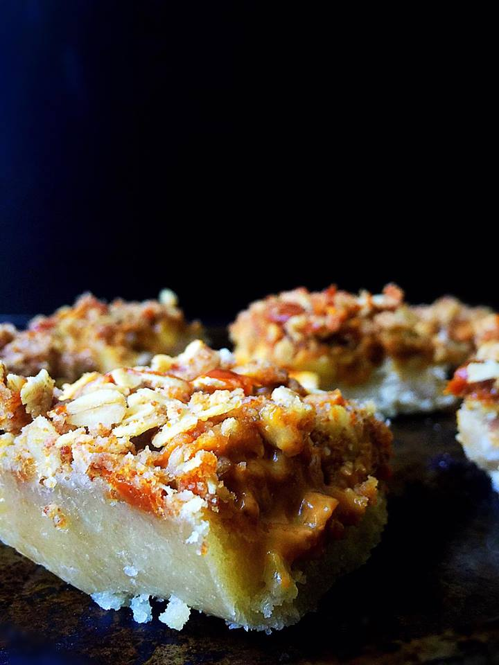 Apple Pie Streusel Bars with Dulce de Leche! | Whisk and Shout