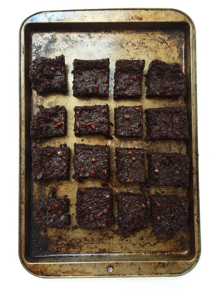 6-Ingredient Flourless Brownies {Vegan + GF!} | Whisk and Shout